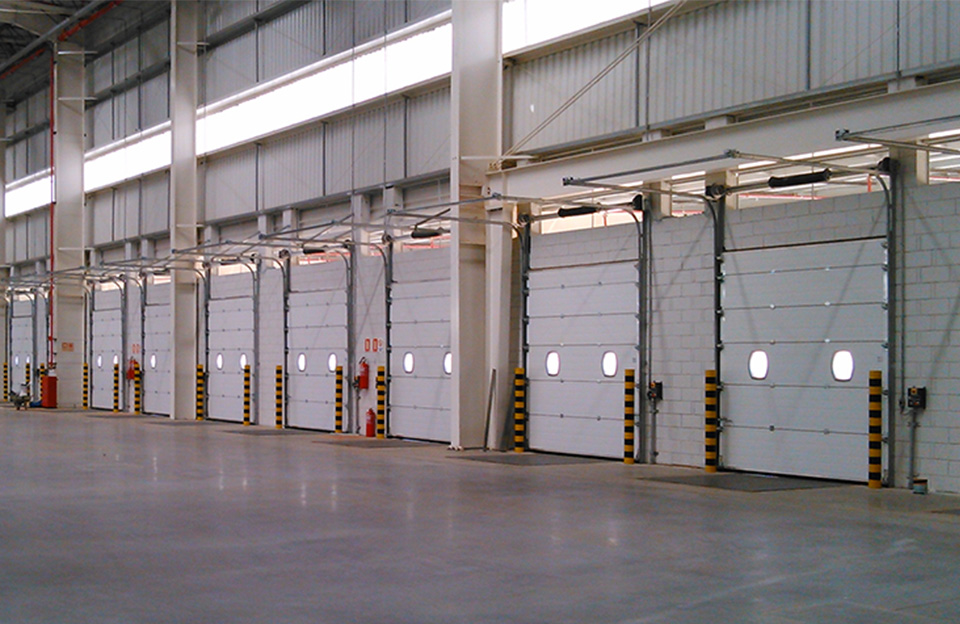 Brasil-installing-98-sectional-doors-96-loading-bays