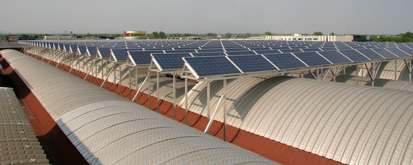 Stabilimento-Kopron-con-pannelli-fotovoltaici