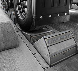 Sistema di sicurezza automatico blocca ruote camion K1-Calematic di Kopron