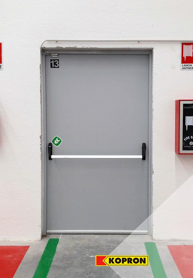 Porta-pedonale-Kopron-nel-complesso-produttivo-di-Festa-Logistics