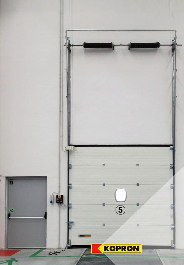 Porta-pedonale-e-Portone-sezionale-Kopron