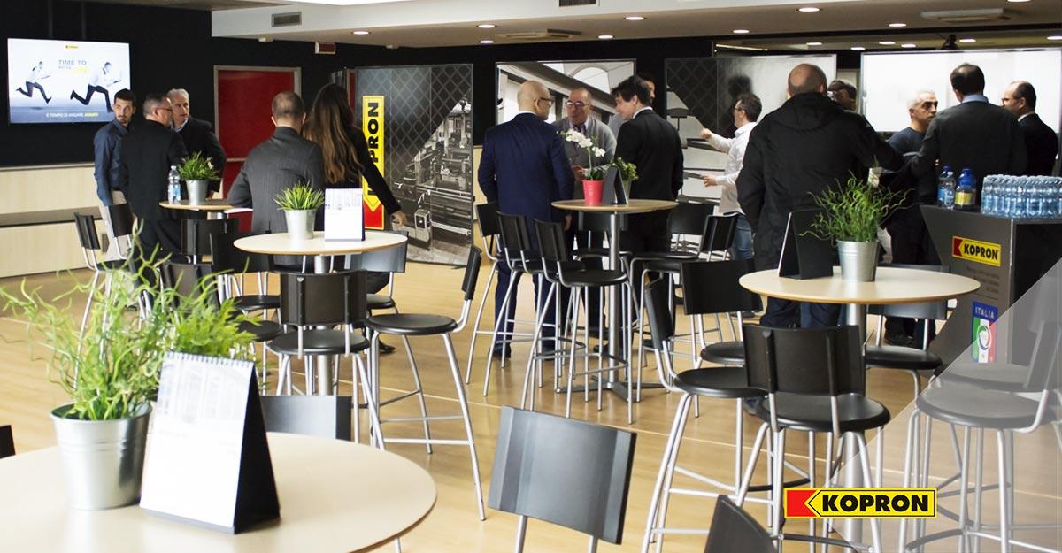 Sala-quartier-generale-Kopron-allestita-per-Sales-meeting