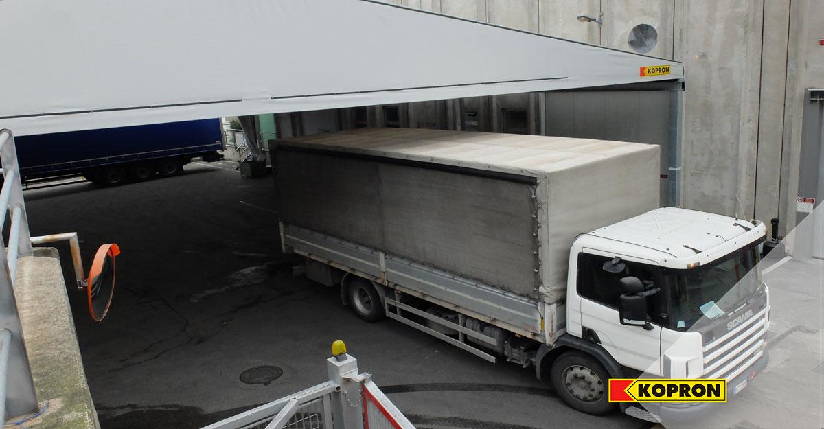 Tettoie-in-pvc-kopron-per-migliorare-la-logistica