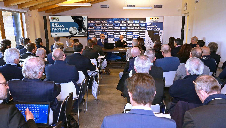 Meeting-Kopron-Italia-en-casa-del-Atalanta-BC-Le-dan-la-bienvenida-Mario-Vergani-Maurizio-Costanzi