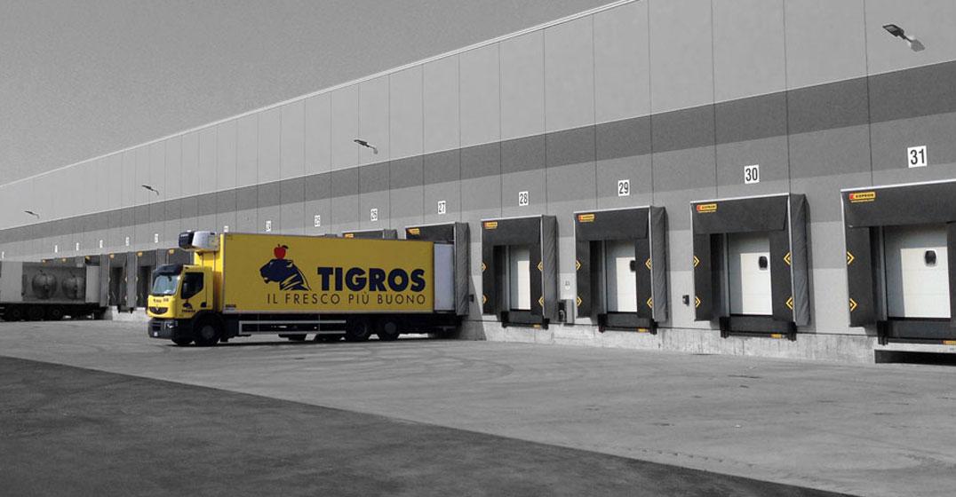 neue-verladestationen-und-sektionaltore-kopron-fur-tigros