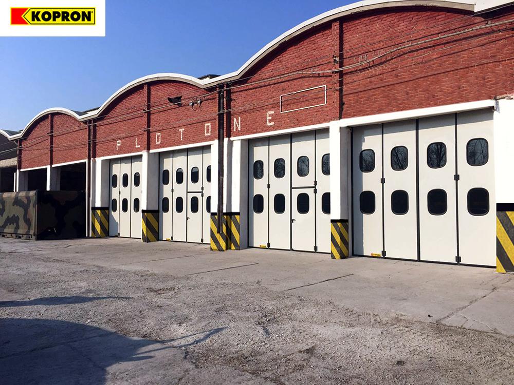 Kopron-folding-doors-Italian-Army