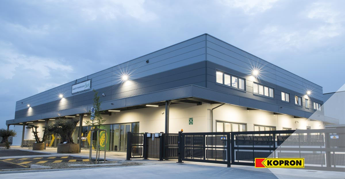 Kopron-Prefabricated-steel-building-with-thermal-panels
