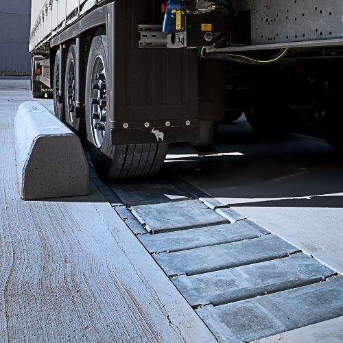 K1-CALEMATIC - Single chock vehicle restraint waiting truck