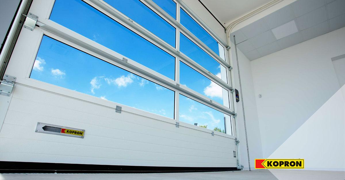 Puertas-seccionales-de-Diseño-con-ventanas-transparente
