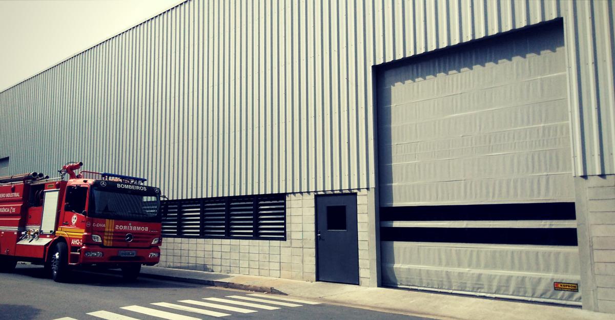 portas-industriais-mercedes